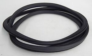 VOLKSWAGEN VW GOLF GTI RABBIT HATCH BACK REAR WINDSCREEN RUBBER 1974 - 1983