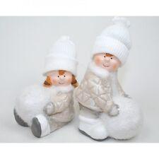 2 Winterkinder mit Schneeball und weißer Strickmütze, 10-12cm, Glitzer