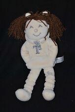 Peluche doudou poupée jogging TIAMO Collection blanc crème beige 32 cm hochet