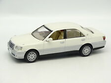 J Collection SB 1/43 - Toyota Crown Royal Sedan Blanche