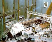 CONSTRUCTION OF THE SOVIET BURAN SPACE SHUTTLE CIRCA 1982 - 8X10 PHOTO (AA-772)