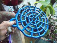 Grand Dessous de plat en Fonte émaillée Bleue à poser ou pendre