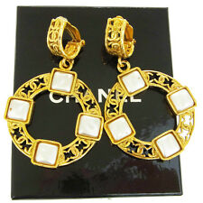 Authentic CHANEL CC Logos Earrings Imitation Pearl Gold-tone Clip-On 28 66S024