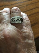 """Beautiful Silver Plated """"MOM"""" Ring In A Size 9"""