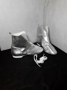 Full Sole Silver Jazz Boots - size 8