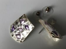 CAPIZ GORGEOUS HAMMERED CURVED SILVER PURPLE GEM INLAY STATEMENT GLAM EARRINGS