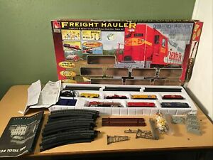 Life-Like #8630 Santa Fe HO Scale Freight Hauler Electric Train Set