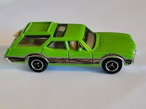 Matchbox 1971 Oldsmobile Vista Cruiser Wagon Lime Green 1/64