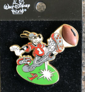 Disney - Sports Series - Goofy American Football Free D Pin - On Original Card