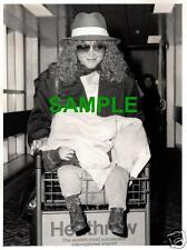 ORIGINAL 1987 PRESS PHOTO - AMY IRVING WITH MAX SPIELBERG HEATHROW AIRPORT