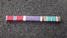 ^ Ordensspange WWII mit 3 Ribbons: Bronze Star,  Purple Heart,European African M