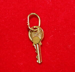 NEW 9ct Yellow Gold Key Charm 9K Pendant 375 Open Lock Doors Accepted Kingdom