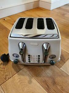 De'Longhi CTOV4003BG 4 Slice Vintage Icona Toaster Cream 1800w perfect working