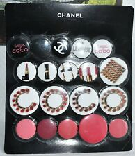 Lot de 18 broche badges CHANEL en métal imprimé neuf