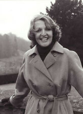 Penelope Keith 10 x 8 UNSIGNED photo - P1149 - To the Manor Born