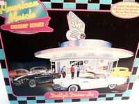 American Muscle Crusin' Series-1/43rd Scale 'Dolly's Drive in' -Ertl Cars New&b