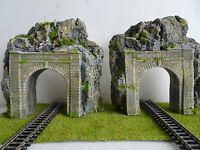 N GAUGE SINGLE TRACK STONE TUNNEL ENTRANCE IN A GRANITE COLOR ROCK FACE SCENERY