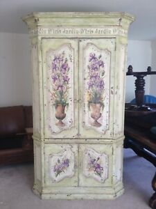 Stunning French Country Armoire/cabinet ,  Excellent Condition