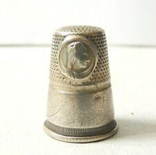 Dé à coudre argent massif portrait d'une Reine 19e siècle thimble