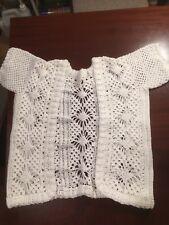 "Childs mano Crochet Chaqueta, 16"" de axila a axila, 16.5"" del hombro al dobladillo"