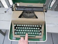 VINTAGE ROYAL TYPE WRITER