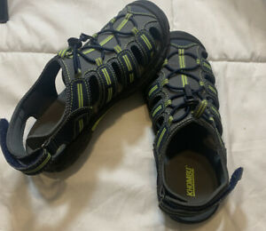 NEW Khombu Kids Boys Grey Yellow Beach Sport Active Sandals Size 4Y.