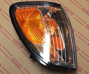 NEW Genuine OEM Toyota Land Cruiser 98-05 RIGHT front turn signal lamp