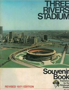PITTSBURGH PIRATE 1971 THREE RIVERS STADIUM SOUVENIR BOOK REVISED EDITION