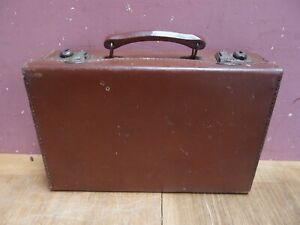 ANTIQUE LEATHER-LIKE FIBRE SUITCASE ATTACHE WORKING CATCHES GOOD HANDLE 1960's