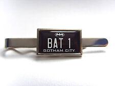 Batman Batimóvil número Placa Insignia De Pasador tie agarre Pin Bar De Regalo