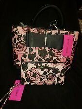 Betsy Johnson Women's Black & Pink Roses NWT Purse/Wallet Set w/removable strap