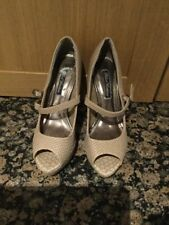 STYLISH BLACK GARDENIA / SNAKE PRINT BEIGE PEEP TOE SHOES / SIZE 4 WORN GOOD CON