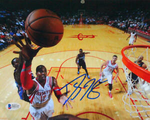 Dwight Howard Autographed 8x10 Hoop Angle Close Up Photo- Beckett *Blue
