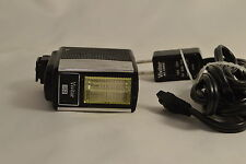 Vivitar 152 PC Hot shoe  Flash with AC wall cable adapter 2408021