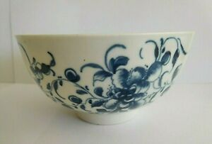 ANTIQUE WORCESTER BLUE AND WHITE PORCELAIN BOWL WITH FLORAL DECORATION