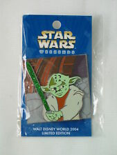 2004 DISNEY STAR WARS WEEKENDS YODA LIGHTSABER PIN LE 1000 NEW ON CARD 30144