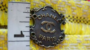 One  CHANEL Button 1 pieces  size  1,2 inch  Metal 💙💜❤emblem 30mm