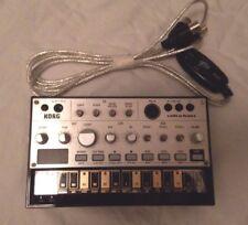 Korg Volca Bass + MIDI cable