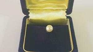 Spiffing Boxed Mid-Cent Mikimoto White Lustre Cultured Pearl Gilded Tie-tack