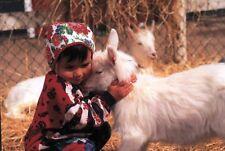 Ansichtskarte: Kind mit zwei Ziegen, Schweden