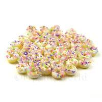 8x Casa Delle Bambole Miniatura Bianco Ghiacciati Vitreo Coriandoli Ciambelle
