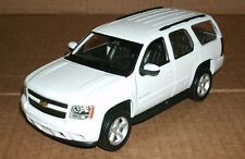 1/24 Scale 2008 Chevy Tahoe LT Diecast Model GMT920 SUV - Welly 22509 White