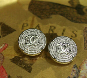 one vintage CHANEL button 20 mm