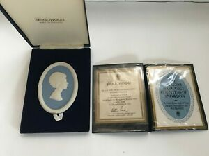 """Wedgwood Blue Jasper """"Princess Margaret"""" oval plaque Boxed in excellent con  ."""