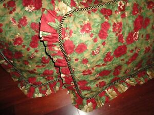 BEAUTIFUL HOLIDAY GARDEN STRAWBERRY RED GREEN FLORAL (2) STANDARD PILLOW SHAMS