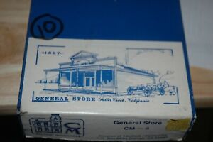 HO SCALE, CLASSIC MINIATURES GENERAL STORE  CM 4