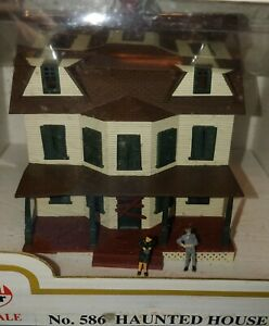 Ho Scale No 586 Model Power Lighted Haunted House OB