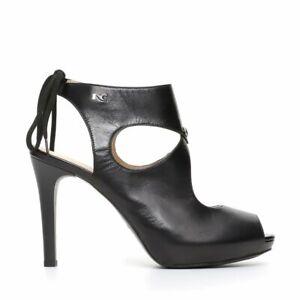 Nero Giardini. Sandalo nero in pelle con tacco alto 10,5 cm e plateau di 2 cm.