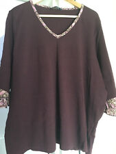 Ladies V-neck Top Size 26/28 sleeves 3/4 Length