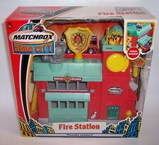 """""""MATCHBOX"""" HERO CITY FIRE STATION with EXCLUSIVE DENNIS LADDER TRUCK MIB"""